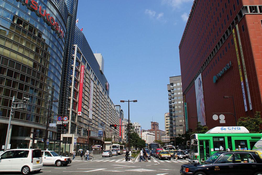 1200px-Fukuoka_City_-_Watanabe-dori_Avenue_-_01.jpg