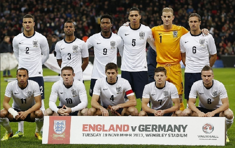 England-2013-NIKE-home-kit-white-navy-white-line-up.jpg